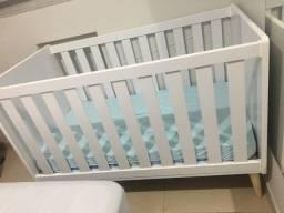 Berço mini-cama retrô com pés palito