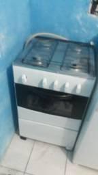 Vendo fogão esmaltec 4bocas funcionado forno e as bocas  muito bom faço a entrega
