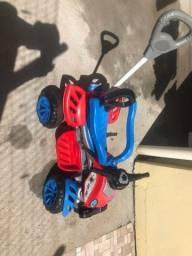 Título do anúncio: Carrinho de passeio com pedal infantil Com empurradores spider