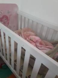 Berço/colchão e bebê conforto com base p/ carro