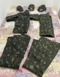 Vendo 2 Uniformes completo camuflado do exército