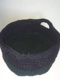 Cesto médio de crochê bicolor