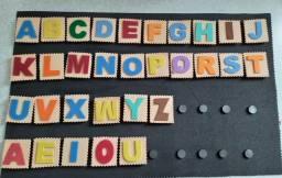 Alfabeto móvel com Prancha para formação de palavras