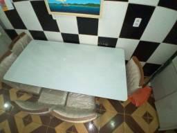 Mesa com 6 cadeiras semi novas