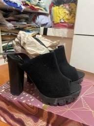 Vendo sandália de camurça 38