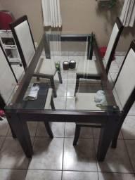 Mesa 6 lugares com tampo de vidro