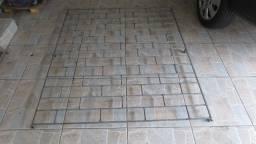Grade de ferro maciço 1.95 x 0.75 - ótimo estado