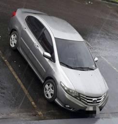 Honda City, pneus novos, dvd, carro de mulher