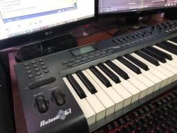 Controlador M Áudio Axiom 61