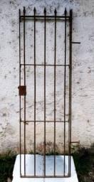 Portão de ferro antigo com lanças- 60cm x 1,90m - 2,00m