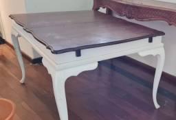 Mesa antiga de madeira