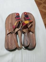 Título do anúncio: Sandálias em Couro Novas.