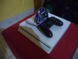 PS4 branco slim edição limitada, 1 ano ps plus, 2 controles e FIFA 21