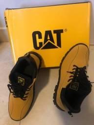 Tênis CAT Couro sintético