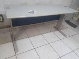 Mesa para escritório e comércio em geral