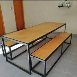 mesa com banco em estilo industrial