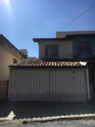 Casa geminada com duas garagens