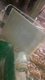 Condensador e um radiador e compressor