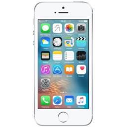 iPhone SE Seminovo + 5 capinhas adicionais + carregador