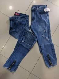 Calça jeans com zíper na perna