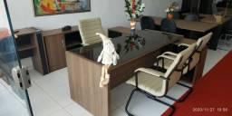 Mesa com vidro escritório