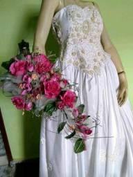 Liquidação total de vestidos de noivas e daminhas, floristas, págens,