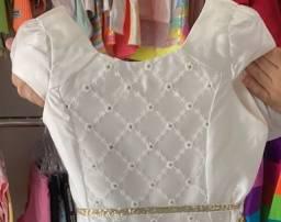 Título do anúncio: Vestido branco de cetim com bordado no peito, marca Petit Cherie tamanho 10