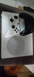 Vendo Xbox One 1 Tb com 2 Controles