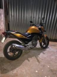 7.500 Moto CB300