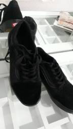 Bota coturno de coro Vicerinne e sapato feminino vans old skool preto