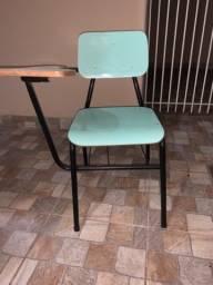 Cadeiras escolares, conservada, canhoto e destro.