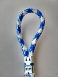Guia corda media com mola ótima para passeio na cor azul c/ branco