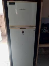 Título do anúncio: Geladeira Eletrolux Freezer Prosdócimo
