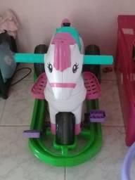 Vendo $350 motivo minha filha não usa