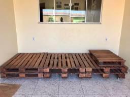 Conjunto de pallets reforçados (7 peças) envernizados a prova d?água com rodinhas inclusas