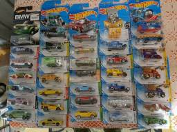 Lote Hot Wheels com 35 miniaturas lacradas e raras!