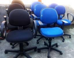 Título do anúncio: Cadeiras de escritório diretor giratórias com braços e rodinhas. 200 cada uma