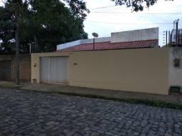 Vende-se excelente Casa na Zona Leste