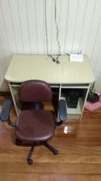 Título do anúncio: Mesa Escrivaninha mais cadeira BARBADA