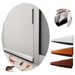 Título do anúncio: Veda Porta Adesivo Escova 3M Contra Insetos Ruídos Vento Chuva
