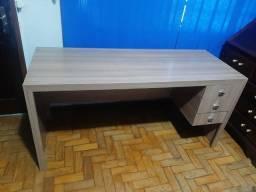 Mesa com 3 gavetas