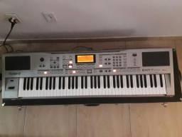 Teclado Arranjador Roland EXR-7 com Case