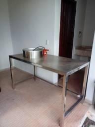 Vendo mesa em inox e fritadeira