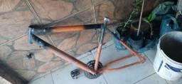 Vendo dois quadros de bicicletas
