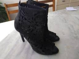 Sapato de salto preto estilo renda tamanho 37