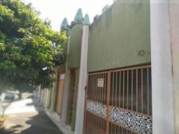 Casa com lote grande em Anicuns GO