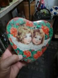 Lata antiga modelo coração
