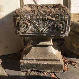 Vaso em forma de Taça Romana de Cimento moldado
