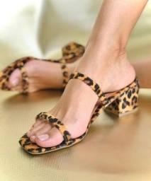 Sandálias rasteiras e tamancos