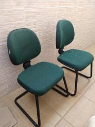 Título do anúncio: Vendo cadeira fixa em tecido verde